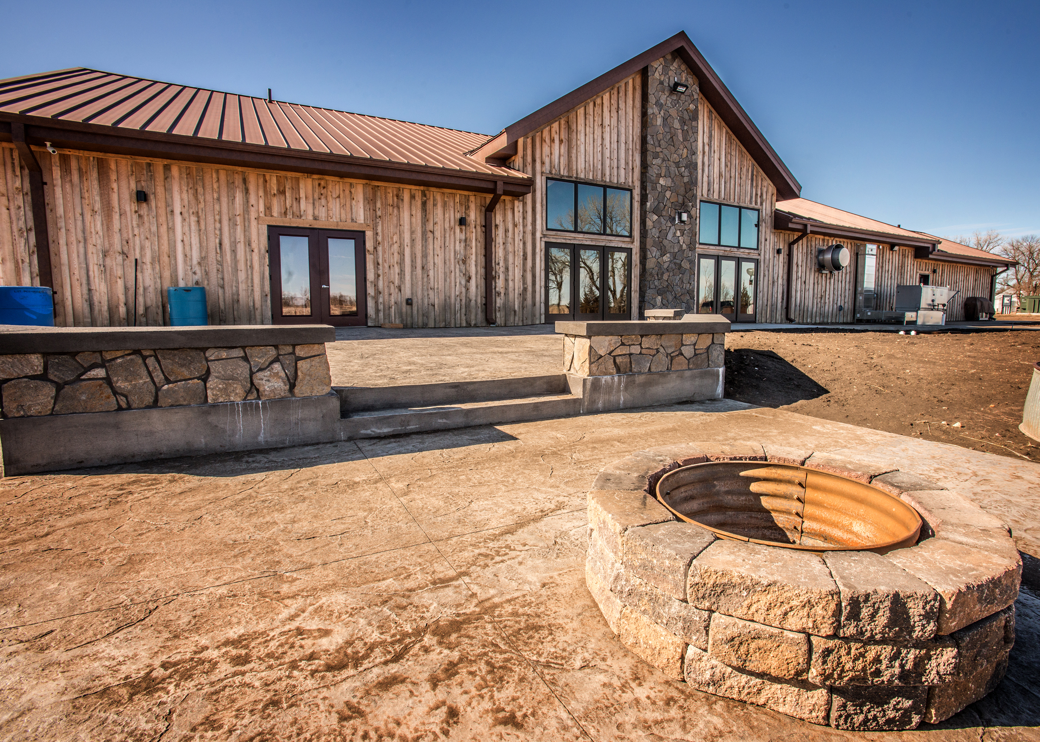 Cmg 39 S Western Rust Completes This Rustic Ranch Coated